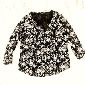 Lucky Brand blouse. Pretty flowered pattern. Sz S.